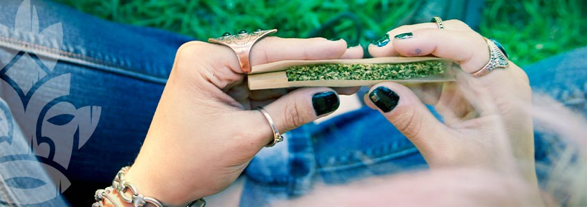 How To Roll A Joint With A Filter Tip